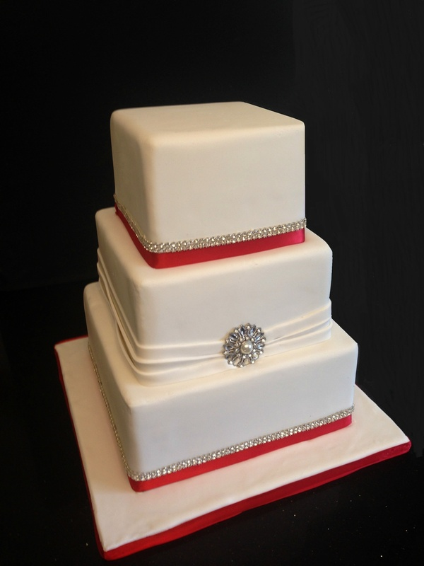 Square wedding cakeServes 100 people.